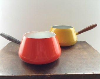 Vintage Enamel Pot Orange Yellow Enamel pot Fondu Pot Enamelware wooden Handle Pot Mid century Kitchen