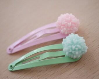 2x Flower hair clips