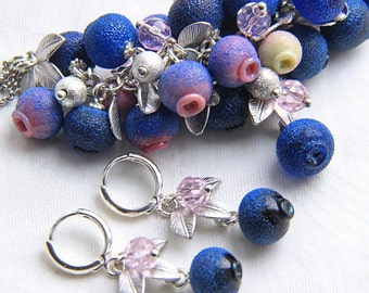 Set of small necklace and earrings of glass blueberry beads with silver color leaves
