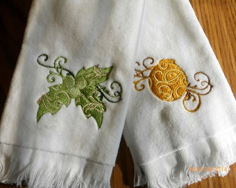 Christmas Guest towels - Embroidered guest towels - Holiday towels -  Embroidered towels - Christmas towels - merry Christmas towels