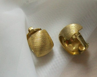 Vintage clip on earrings -Gold toned - Avon earrings - semi circle -signed Avon earrings -  clip on earrings - vintage jewelry