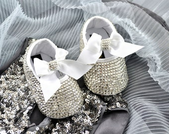 Swarovski Crystal Silver Glitter baby pram bootie crib pre walker shoes with elastic strap and crystal bow - ideal xmas present!