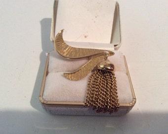 "Very nice ladies fashion gold tone vintage tassel brooch 1 1-2"" wide 2"" tall"