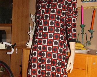 Vintage Pierre Balmain dress.Graphic print with front zip closure.Original French vintage.