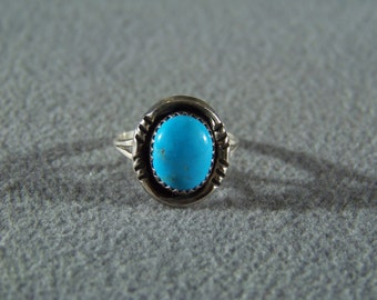 Vintage sterling silver Oval turquoise bold fancy Etched Southwestern Style Band Ring, Size 8          **RL
