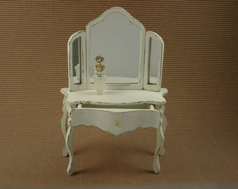 Hairdresser for miniature Dolls House 1/12 scale.