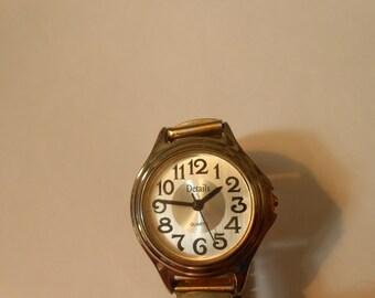 details ladies quartz watch