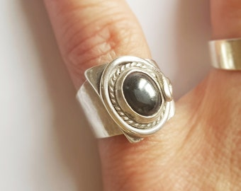 Vintage silver and onyx ring
