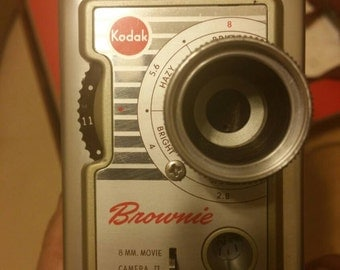 Vintage Brownie Camera, Case & Lighting with original Box /Manual