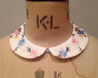 Embroidered collar made from vintage fabric