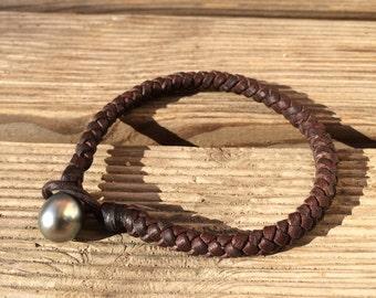 Tahitian pearl on leather man bracelet