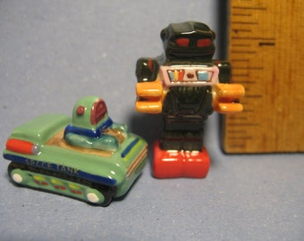 ROBOTS Space Tank Tin Toy Robot- French Feve Feves Figurines Miniatures BB70