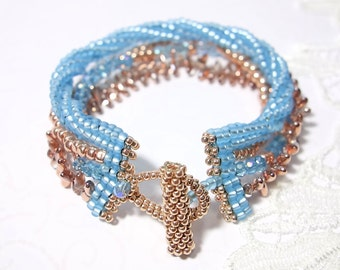 Gefädeltes pearl bracelet wristband light blue Rosé gold
