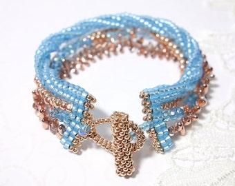 Gefädeltes pearl bracelet wristband light blue Rosé gold