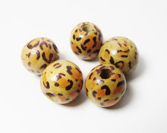 D-01912 - 5 printed Woodbeads