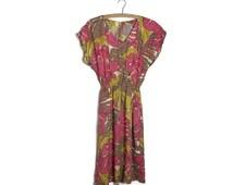 Vintage jungle print dress // boho summer dress // leaf print dress // autumnal colours // 80s 90s sun dress // retro dress / tropical dress