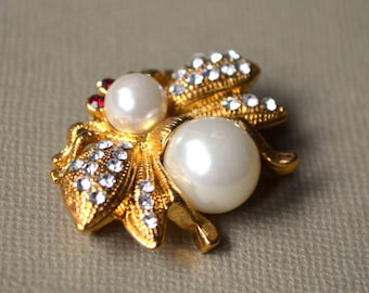 Bee crystal brooch