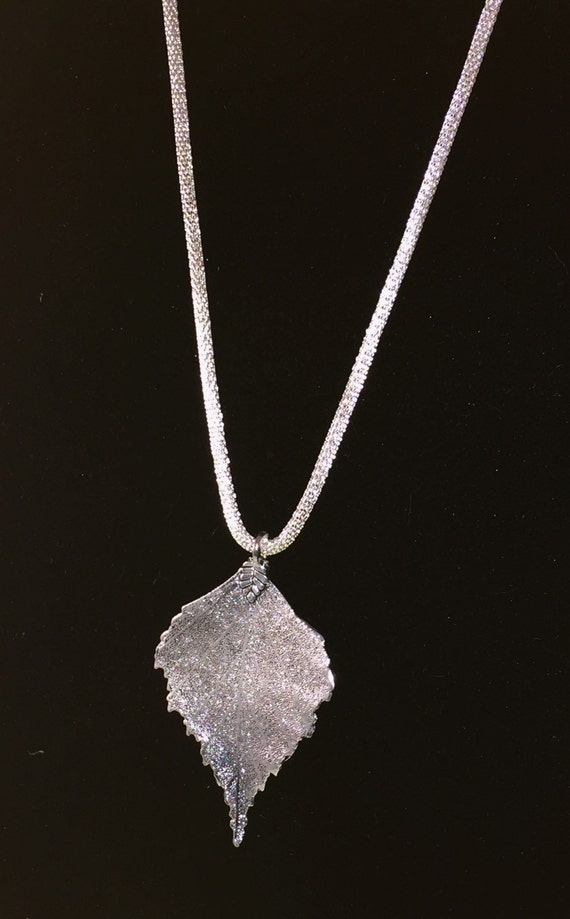 Silver shiny chain necklace with real dipped leaf