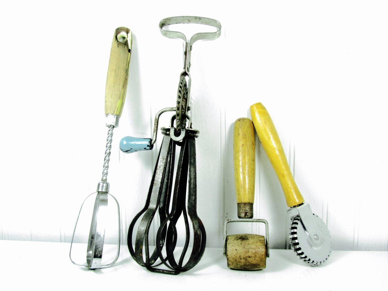 vintage kitchen utensils kitchen collectible egg beater