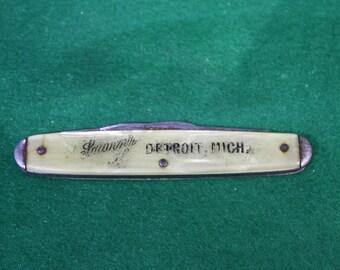 Vintage pearl handle Souvenir of Detroit Mich folding pocket knife.