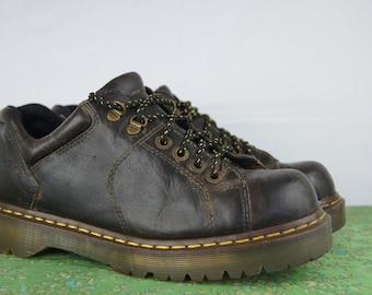 Vintage Doc Marten Brown Shoes - Size 9 UK,10 US mens, 11 women US - Brown Doc Marten Shoes - Six-Hole Docs - D050
