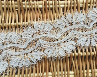 Scalloped cord lace eyelash trim in off white for bridal, veils, DIY, garments