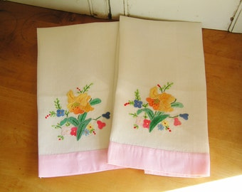 Vintage Pair of Applique Floral Flowers Guest Hand Towels Pulled Threadwork Hand Stitched Hems Pink Border Cottage Chic Feminine Vanity