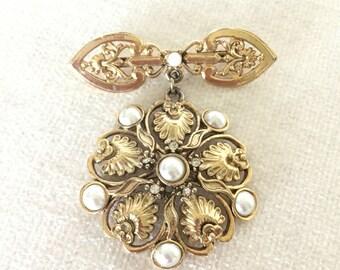 SALE Faux pearl brooch