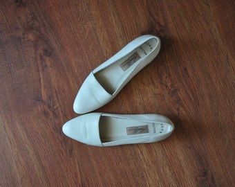 90s cream leather flats / 1990s ballerina wedges / minimalist leather shoes 7.5