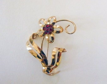 Art Deco to Retro yellow gold filled and garnet red rhinestone floral brooch