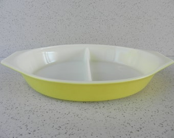Yellow Pyrex Oval Divided Baker, 1.5 Quart, Baking Dish, Bakeware, Kitchen Collectible, Display or Use