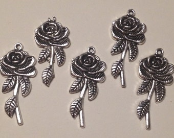 5 charms roses in hypoallergenic silver-plated metal. 45 mm.