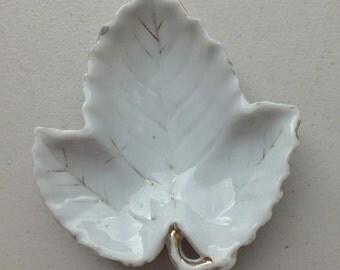 Small Vintage Leaf dish made in Occupied Japan,  Porcelain leaf dish, porcelain knick-knack