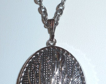 Vintage Locket Pendant Chain Necklace