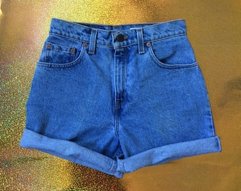 Levis vintage 90's relaxed fit petit denim shorts