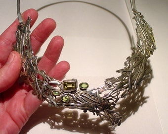 PLEASANCE KIRK, England, BRUTALIST Modernist Sterling Silver Citrine and Peridot Collar Breastplate Necklace.