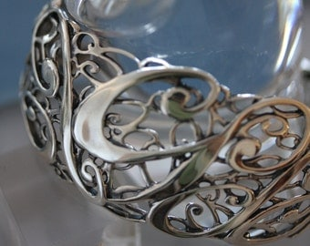 Outstanding Vintage Sterling Silver Fillagree Cuff