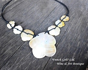 Nacre Mother of Pearl Statement Necklace Seashell Shell Flower Shaped Pendant Floral Shaped Summer Beach Jewelry Boho Bohemian necklace