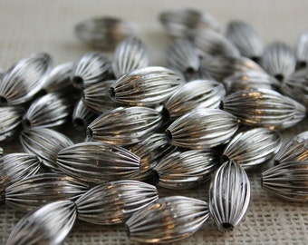 Silver Corrugated 20mm Large Oval Bead (14 Pieces)