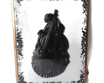 Antique Full Figure Cameo Reverse On Convex Glass Frame