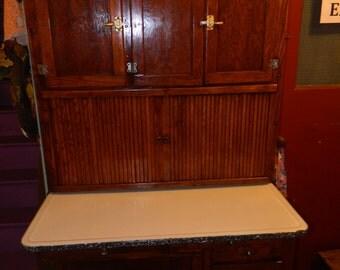 1923 Oak Hoosier Beauty Hoosier Cabinet With Original door charts, flour sifter, hardware,and more.