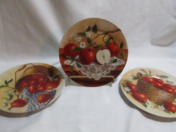 Red apple plates kitchen wall decor hand painted lot of 3 for Red apple decorations for the kitchen