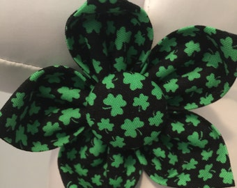 ST. PATRICK'S DAY Shamrock Flower or Bow Tie Collar Attachment & Accessory for Dogs and Cats/Black with Tiny Green Shamrocks
