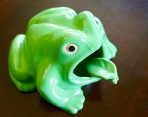 Ceramic Frog; Ash Tray; Approx. 3.5 x 4 x 5 in. Vintage Japan !!!