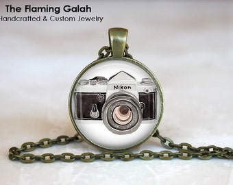 VINTAGE CAMERA Pendant •  Old Camera •  Photographer Gift • Gift Under 20 • Made in Australia (P0844)