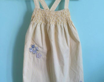 Romper with crossed back straps and flower details 6-12m