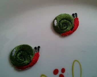 Wholesale lot 10pcs tiny  snail  embroidered iron on patch  about 2cm