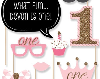 Fun to be One - 1st Birthday Girl Photo Booth Kit - 20 Photobooth Props with Custom Talk Bubble for Birthday Parties