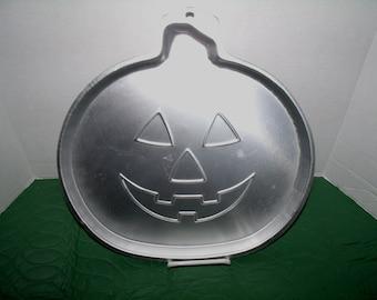Wilton Cake Pan Pumpkin Cake #2105-3970  1996
