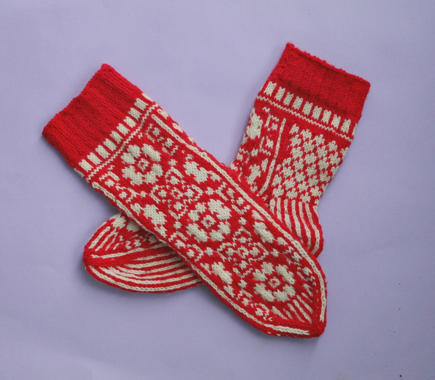 Hand knit wool socks. Flower pattern socks. by SoSoftBoutique